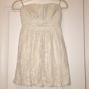 Dresses & Skirts - White strapless lace dress